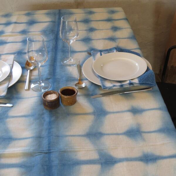 Borddækning med shibori dug